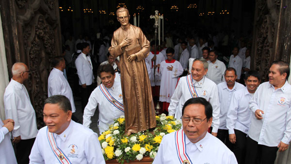 Knights carry statue of Father McGivney in procession after opening Mass of the Philippine National Convention in Manila.